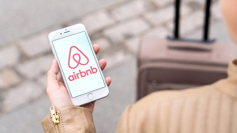 Airbnb och Naturistbnb låter dig hyra ut ditt boende eller hyra någon annans.