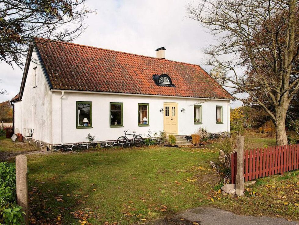 Här ligger huset som Zinat är delägare till. Det är en gammal skolbyggnad från 1800-talet.