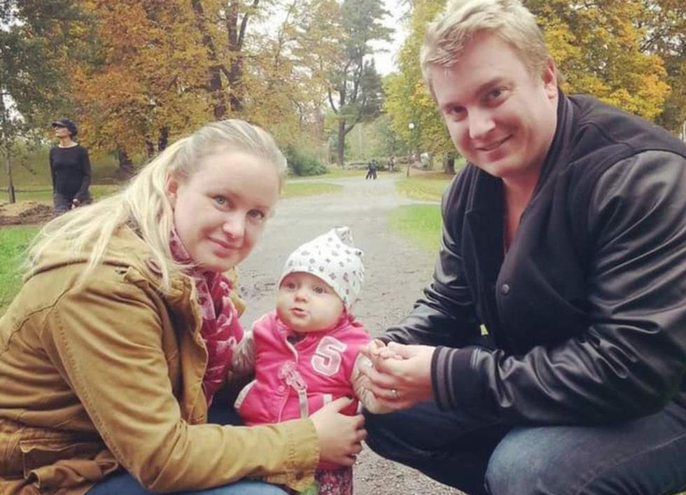 Therese, 29, Jon, 32, och dottern Amanda, 14 månader bor i Jakobsberg utanför Stockholm.