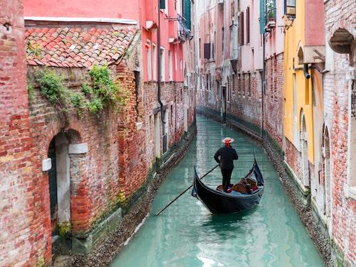 Vatten från det Arianska havet rinner genom Venedig.