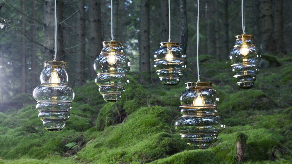 Glaslampor gäller. Designstudion Stoft ställer ut på inredningsmässan Formex i vår. Munblåsta glaslampor Minor flaws tillverkas av Micke Johansson i Örsjö.