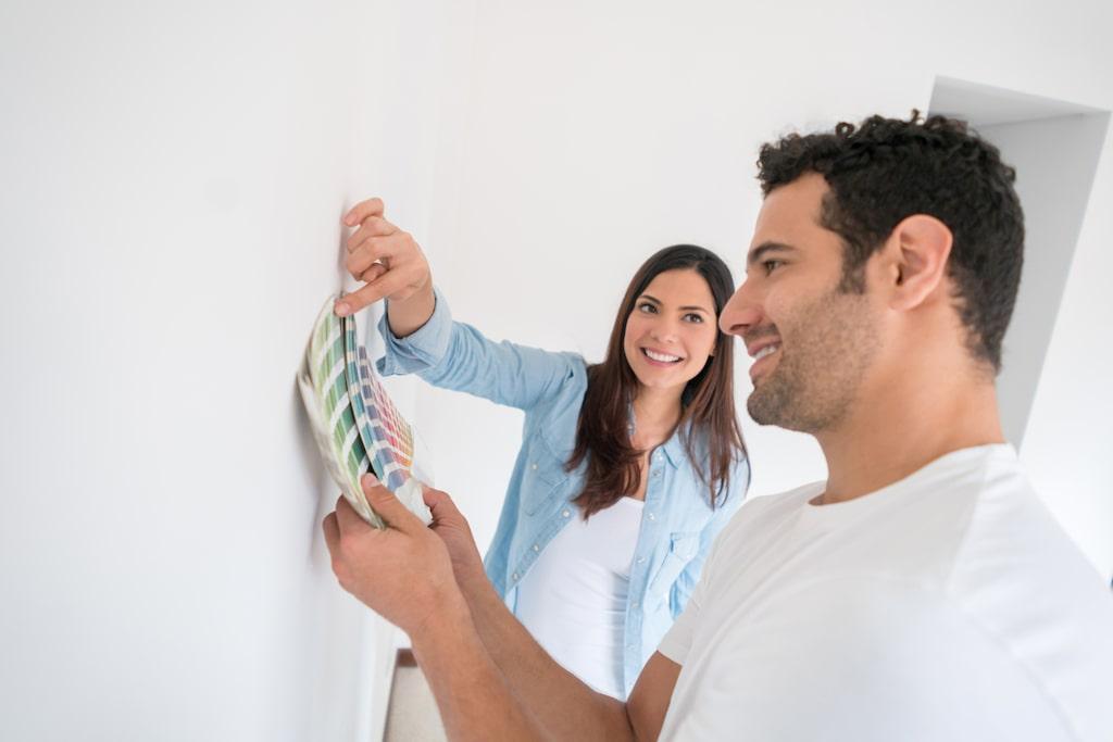 Ett av de bästa tricken är att provmåla hemma för att se hur nyansen förändras med ljuset. Att bara titta på en färgkarta är dömt till att misslyckas. Läs nedan om vilka misstag du INTE ska begå!