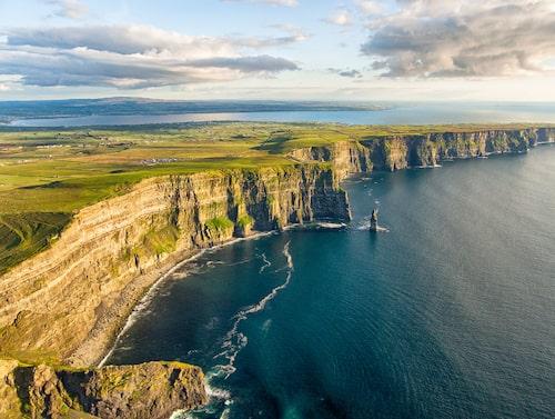 Cliffs of Moher är en av flera naturuppleveler att upptäcka på Irland.