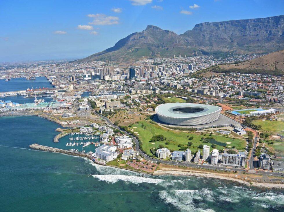 Den som söker lite pirr-i-magen-känsla kan ta en helikoptertur över Kapstaden och längs med kusten.