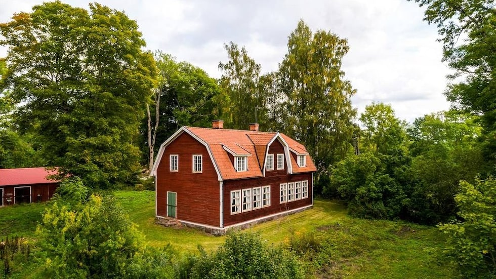 Kristineholms gamla folkskola ligger strax norr om Norrtälje.