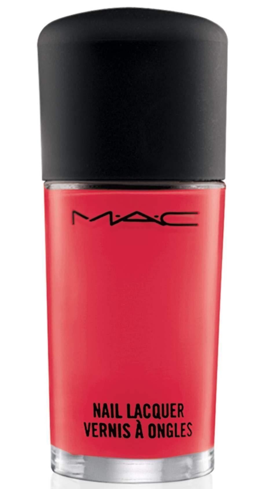 """Härligt starkrosa naglar från MAC i nyansen """"Impassioned"""", 150 kronor."""