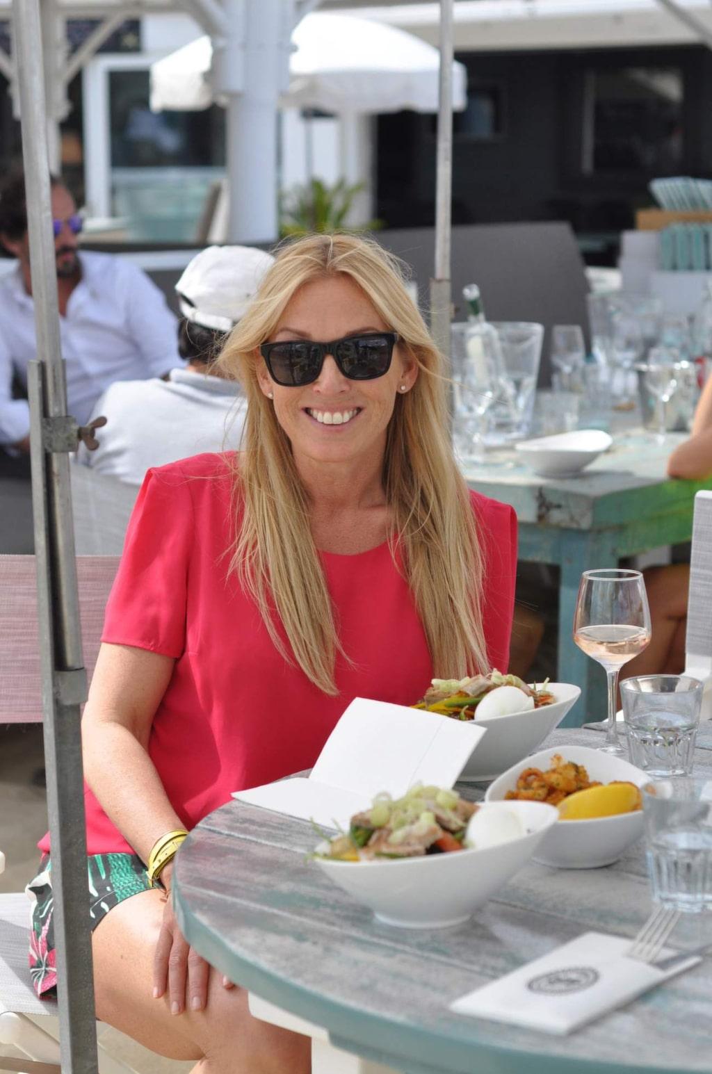 <p>Det finns många bra och lyxiga så kallade beachclubs i St Tropez där man kan äta gott och njuta av sol och bad på den tillhörande privata och exklusiva stranden.</p>