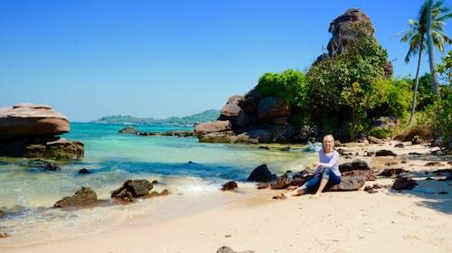Vykortsvackert är det på ön Hon Gam Ghi söder om Phu Quoc. Här njuter Hanna Fundell i paradiset.