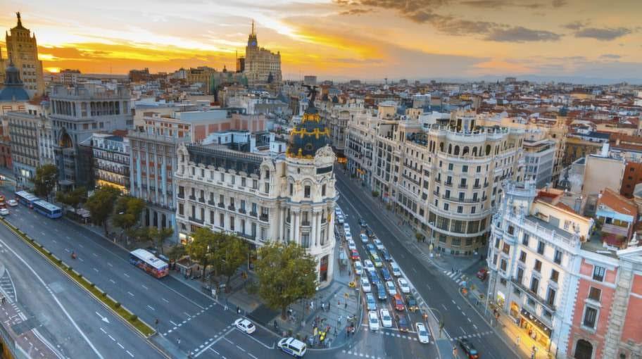 Möt vårsolen här i heta Madrid.Vi ger dig tipsen till en skön weekend.