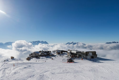 Här befinner du dig på över 3 000 meter över havet och har en av de bästa utsikterna i Alperna framför dig.