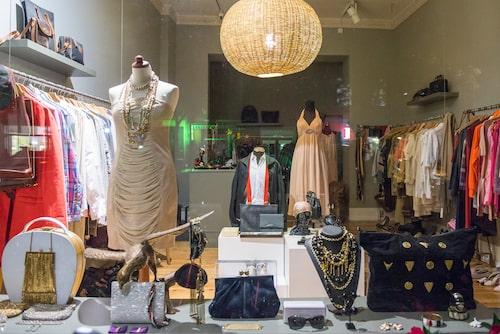 Stargarder Strasse har flera bra vintagebutiker, här Garment.
