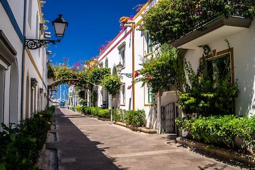 Staden Puerto de Mogán bjuder både på mysiga gränder och vackra stränder.