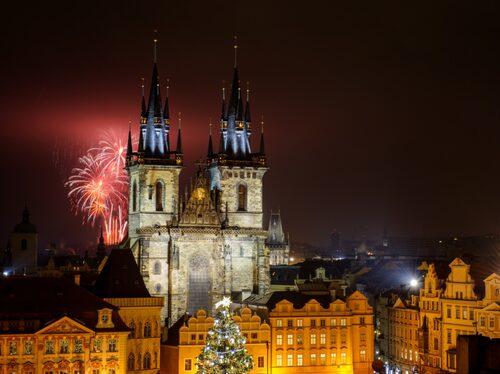 Prag sparar raketerna till klockan 18 på nyårsdagen.