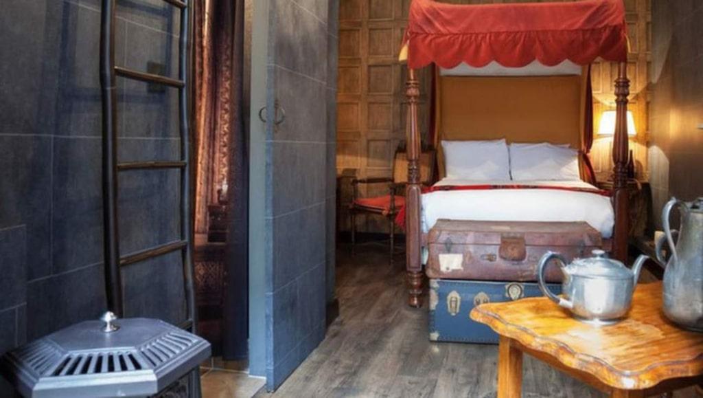 Den som är på väg till London kan boka in sig i ett rum med Harry Potter-tema. Hotellet Georgian House ligger i närheten av Victoria station.