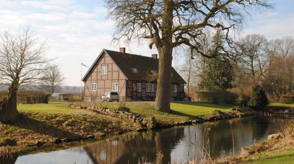 Trädgårdshuset är ett av ungefär tio bostadshus som hör till godset.