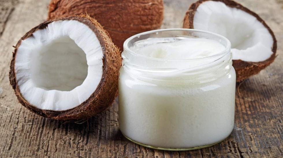Kokosolja är ett knep värt att testa mot mjäll.