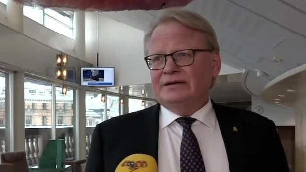 Här frågas Hultqvist ut om privata resorna
