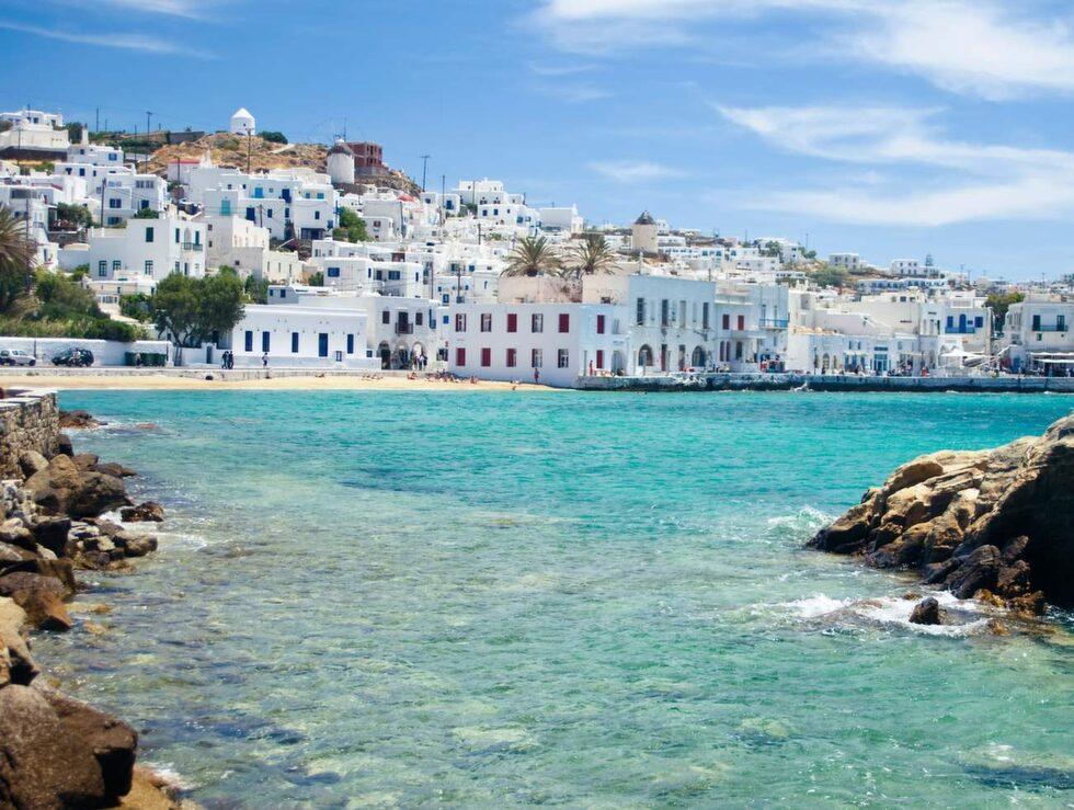 Grekiska Mykonos lockar årligen tusentals badsugna turister.