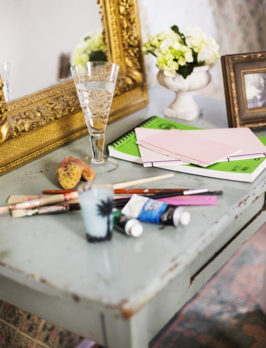 Mönstrat glas, 160 kronor, Två sekler. Liten kruka på fot, 165 kronor, Marias lust & fägring. Fyrkantig tavelram, 200 kronor, Två sekler. Penslar och färger, Kreatima.