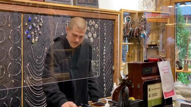 Här får bara två kunder handla åt gången