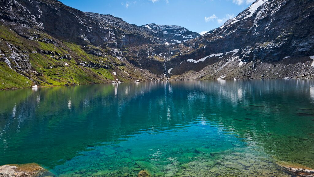 Trollsjön i norra Sverige har röstats fram som det bästa alternativa resmålet i stället för att åka utomlands.