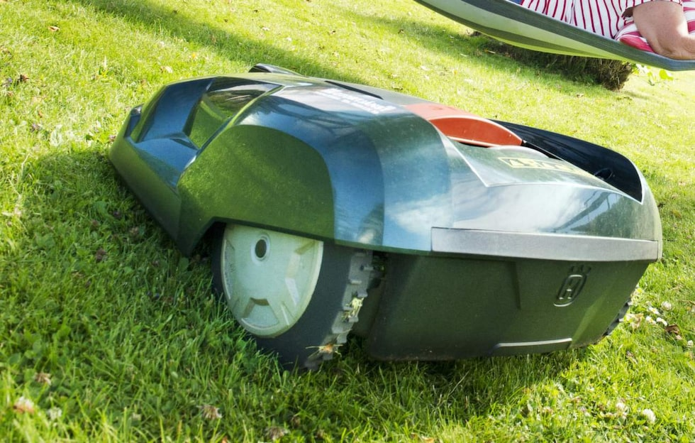 Robotgräsklippare är numera vanligt i trädgårdarna. Sommaren 2014 var året då de slog igenom ordentligt. Nu är de mycket populära.