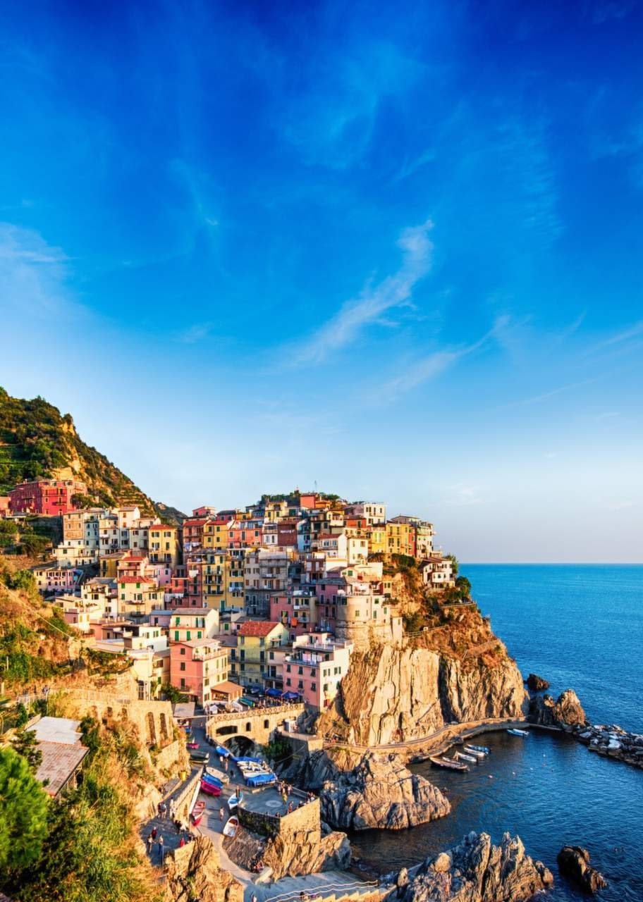 Cinque Terre, Italien. De fem pittoreska byarna längst den liguriska kusten är utmärkta att upptäcka till fots.