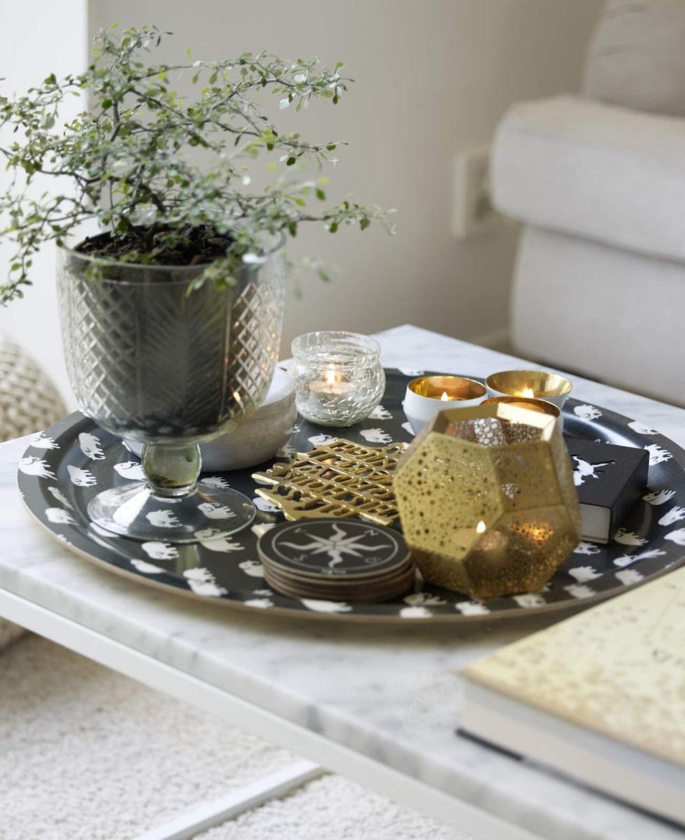Snyggt på bordet. Bricka, Svenskt tenn, bord Scherlin.