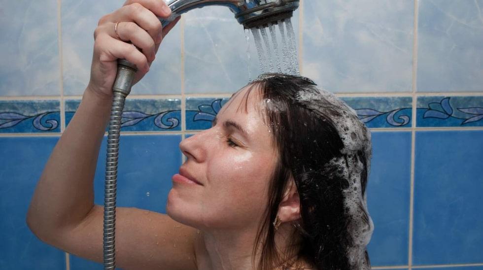 Var alltid noggrann när du duschar. Och har du en djup navel eller navelpiercing bör du rengöra med en bomullstuss.