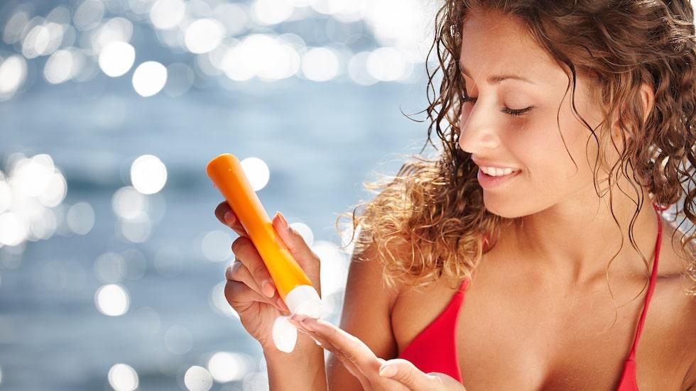 – Solskyddskräm är jättebra, men den gör oss inte osårbara, menar Oscar Zaar, hudläkarspecialist.