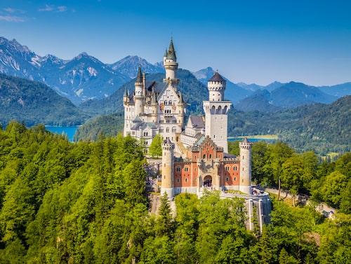 Utanför Füssen ligger slottet Neuschwanstein, byggt 1869.