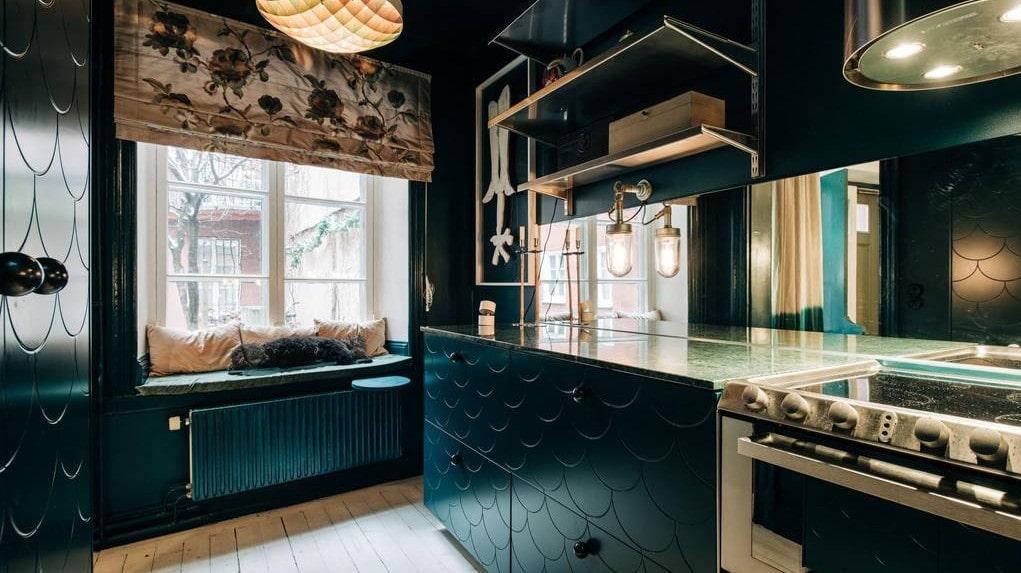 Köket är modernt renoverat.