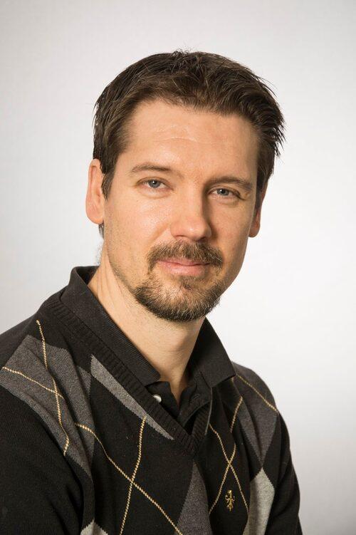Magnus Lindwall är professor i psykologi med inriktning hälsopsykologi vid Göteborgs universitet, samt gästprofessor i idrottsvetenskap vid Gymnastik- och idrottshögskolan.