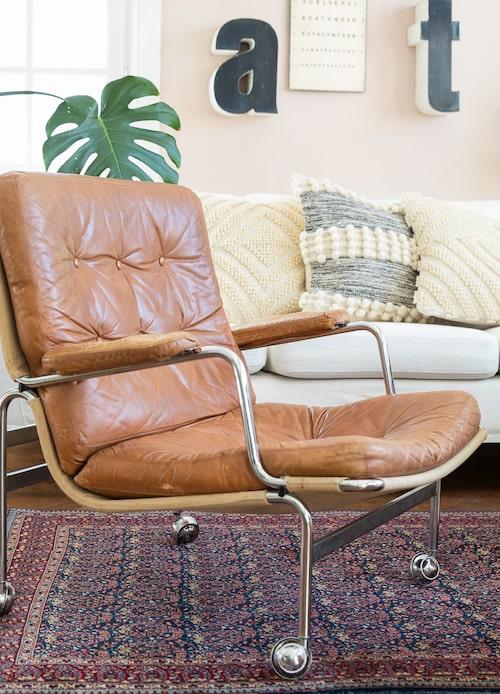 1969 ritade Bruno Mathson fåtöljen Karin som är en designklassiker. Nya säljs för över 30 000 kronor. Håll utkik på auktionerna efter originalen.