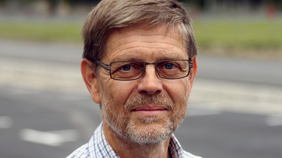 Signar Mäkitalos är smittkyddsläkare i region Gävleborg och höjer nu rösten. Under fredag förmiddag gick han ut och avrådde från att äta färsk kyckling efter att många svenskar blivit svårt sjuka av campylobacter. Här svarar han på fyra vanliga frågor.