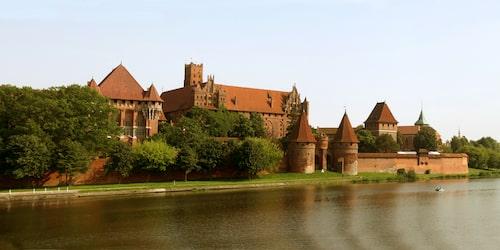 Malbork var under hundra år världens största borg och är en imponerande syn än i dag.