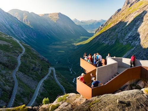Utsiktsplats längs 10,6 mil långa Trollstigen.