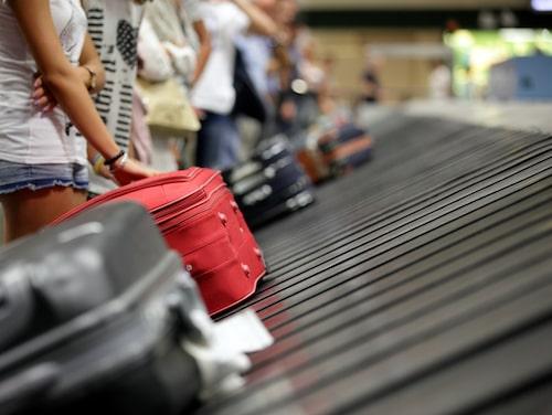 Det är lätt att tappa fokus vid bagageutlämningen.