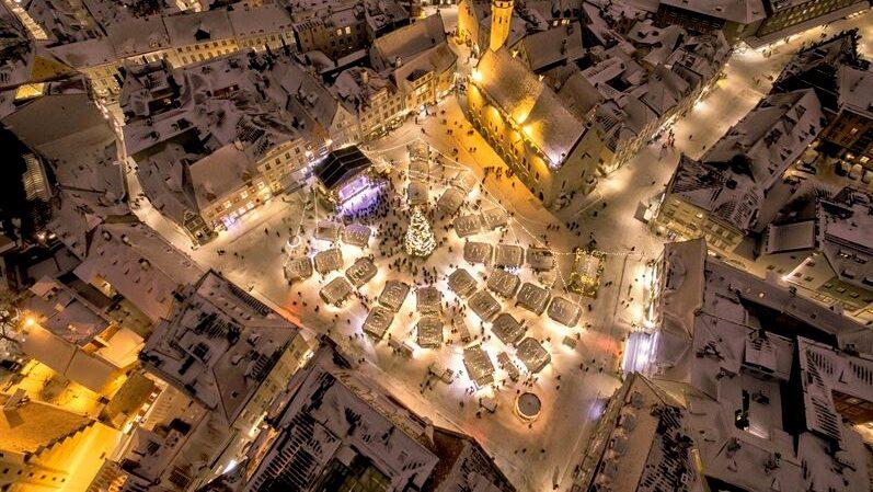 Europas mest stämningsfulla julmarknad – i hjärtat av Gamla stan i Tallinn