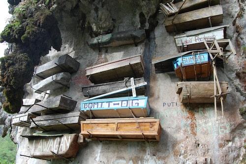 Hängande begravningsplatser hittar man i Kina, Indonesien och Filippinerna.