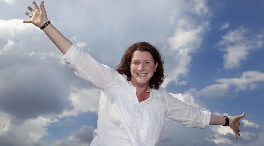 """Helena Wallin går på kurs mot flygrädsla. För henne har rädslan kommit smygande under de senaste åren. Efter kurstillfället börjar hon nu se positivt på flygresor igen. """"New York är drömmen"""", säger hon."""