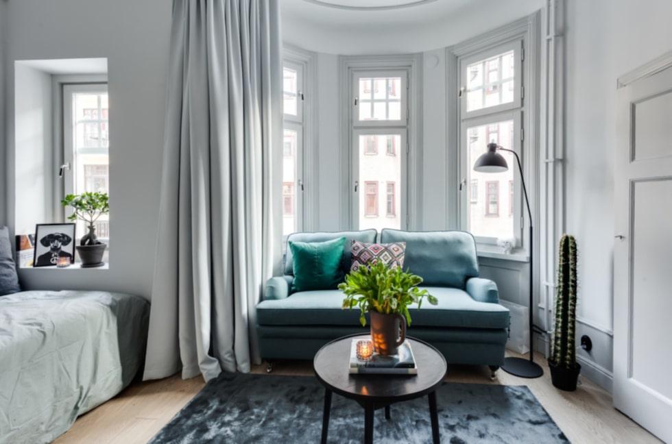 De lyxiga lägenheterna ligger i ett nyrenoverat sekelskifteshus på Kungshomen.