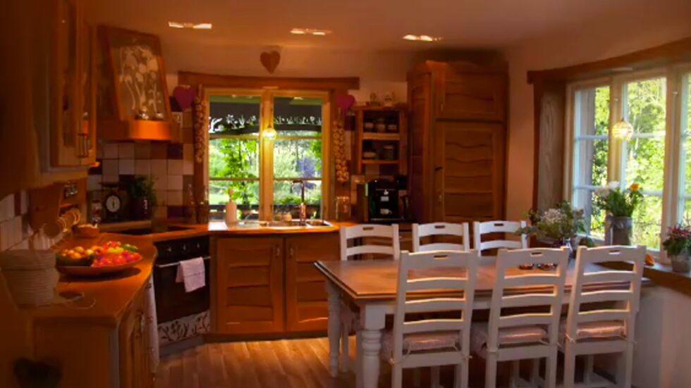 Köket byggde Paula och hennes sambo helt själva, annat tog de viss hjälp med.