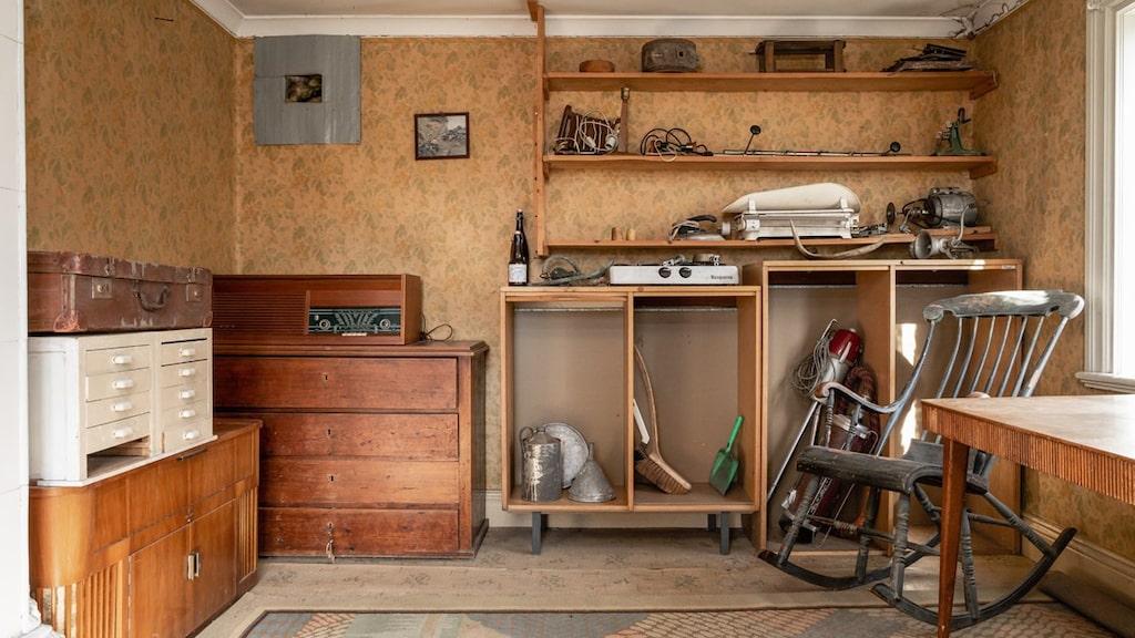 Ett arbetsrum av något slag där man kunde ta en vilopaus i gungstolen.