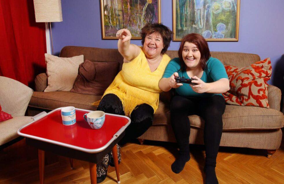 """Ann Westin älskar att titta på när dottern spelar tv-spel, men fattar sällan kontrollen själv. """" Jag sitter bara jämte och hejar på. """"Uncharted"""" är jag väldigt förtjust i. När jag provar själv börjar jag bara skrika!"""""""