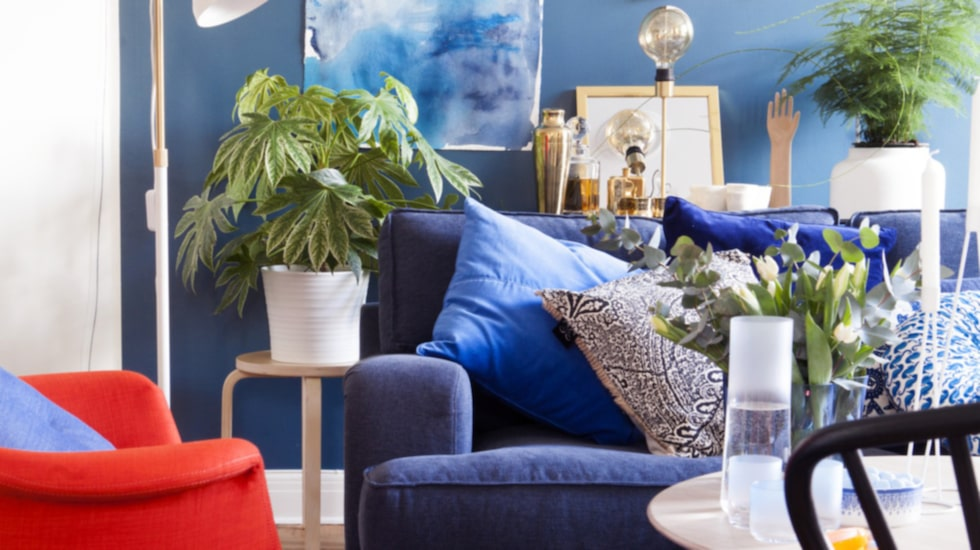 Blått ger en ombonad känsla. Våga använda djupa färger och märk vilken härlig effekt det får!