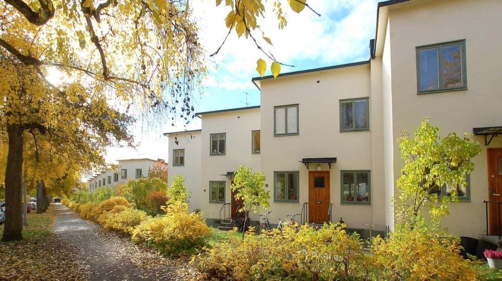 <p>Populära Ålsten i Bromma slog precis rekord – igen. I våras såldes ett av de kända Per Albin-radhusen för 9 375 000 kronor. Nu har ett av husen precis sålts för 13,2 miljoner kronor.</p>
