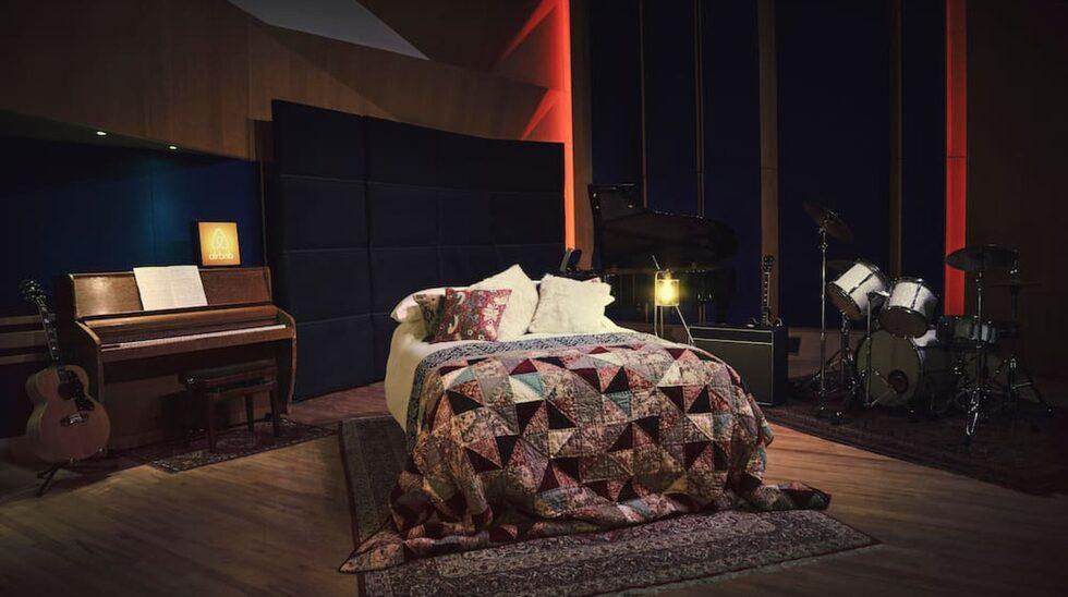 <p>Studion har visats offentligt då och då, men i huvudsak besökts av kunder och anställda. Foto: Airbnb </p>