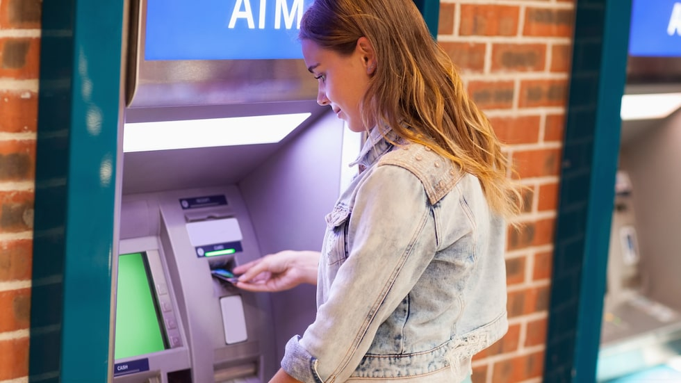 Du får betala extrakostnader om du väljer fel valuta när du tar ut pengar.