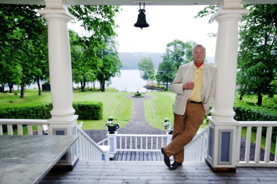 """UTSIKTEN. """"Det är som en Anders Zorn-tavla. Verandan är min favoritplats i huset""""."""